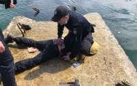 Пьяный одессит пытался попасть на затонувший танкер