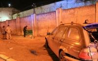 В Одессе автомобиль пробил дыру в тюремной стене