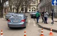 В Одессе водитель сбил трех человек на переходе и скрылся