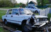 На Днепропетровщине  пьяная девушка за рулем въехала на кладбище