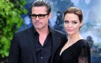 Сын Анджелины Джоли и Брэд Питта получил травму на курорте