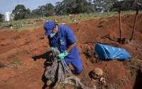 В Сан-Паулу начали раскапывать старые кладбища для жертв