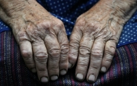 На Прикарпатье изнасиловали пенсионерку в ее собственном доме