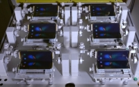 Samsung показал как робот тестирует гибкий экран смартфона Galaxy Fold
