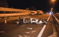 Под Киевом Audi врезался в грузовик и загорелся, есть погибшие