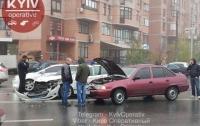В Киеве столкнулись автомобиль полиции охраны и Daewoo