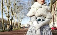 Одевшуюся по моде XIX века француженку не пустили в Версаль