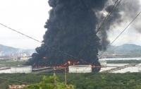На нефтеперерабатывающем заводе произошел масштабный пожар