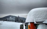 Перевалы в Карпатах засыпало снегом