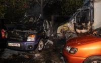 В Киеве на Голосеево сгорели две машины