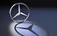 Китаец украл дюжину значков с Mercedes, чтобы получить больше лайков