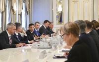 Президент встретился с послами стран G7