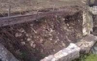 В Закарпатской области на ребенка упала бетонная глыба
