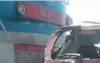На Днепропетровщине столкнулись поезд и легковое авто