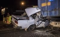 Страшное ДТП в Киеве: ВАЗ влетел в фуру, водитель чудом остался жив (видео)