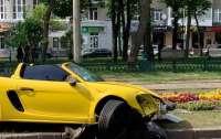 В Харькове автоледи разбила Porsche
