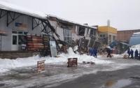 Магазин обвалился под снегом