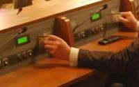 Активисты разместили фото депутатов-кнопкодавов (ФОТО)