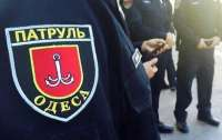 В Одессе четверо мужчин напали на полицейского