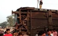 Поезд сошел с рельсов в Индии: 7 погибших, 30 пострадавших