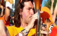 Голландский болельщик стал популярным, исполнив на трубе гимн Украины (ВИДЕО)