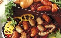 Во время барбекю люди съедают в три раза больше, чем обычно