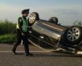 Жесткое ДТП под Киевом: одно авто перевернулось, второе улетело в поле, есть пострадавшие