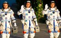 Китайские астронавты вышли в открытый космос