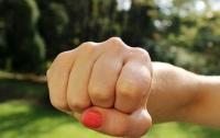 Отбить конкурентку: 15-летняя школьница избила 14-летнюю знакомую из-за парня