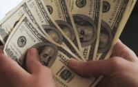 Украинцы стремительно избавляются от долларов
