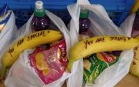 Меган Маркл оставила секс-работницам послания на бананах