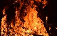 Крупный пожар в Одессе: детей снимали с балкона