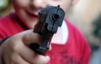Под Житомиром 6-летняя девочка выстрелила в подругу