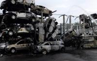 Около 500 машин сгорели на складе на востоке Франции