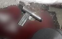 Днепрянка обнаружила в гараже бездыханное тело мужа и самодельный пистолет