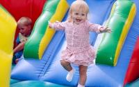 В Дании детям запретили прыгать на батутах и шуметь