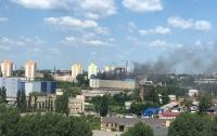 Масштабный пожар в Киеве тушат более десятка машин (видео)