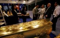 Пышные похороны миллионеров: золотой гроб и кремация с драгоценностями