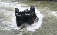 Грузовик упал с высоты 40 метров в реку