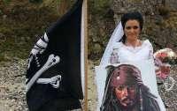 Идеальные отношения: женщина вышла замуж за пирата-призрака