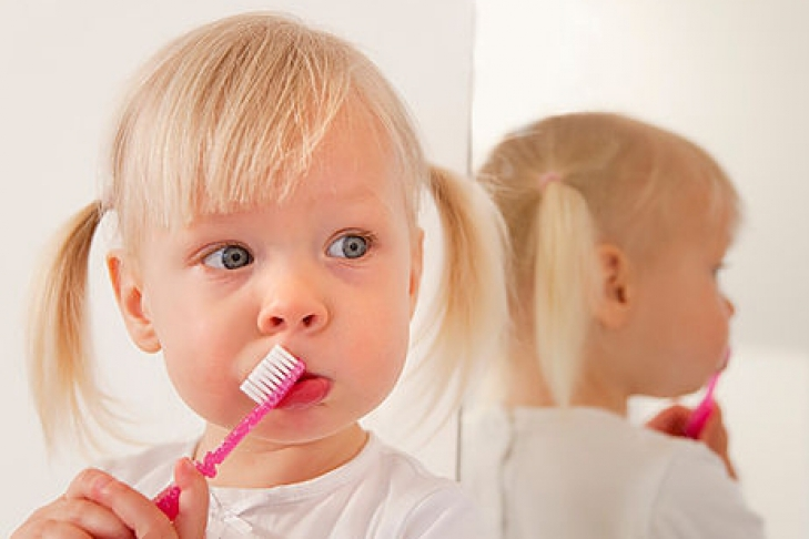 В сколько лет надо чистить зубы ребенку