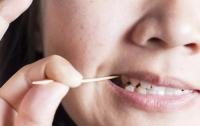 Женщина умерла из-за зубочистки