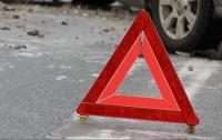 Под Киевом мужчина попал под колеса двух автомобилей