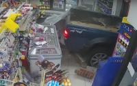 Дерзкое похищение банкомата американскими грабителями попало на видео