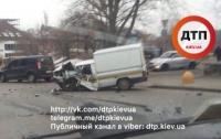 ДТП в Киеве: на столичной дороге столкнулись ВАЗ и BMW