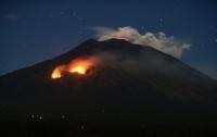 На Бали мощное извержение вулкана вызвало лесные пожары