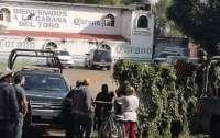 Вооруженная группа расстреляла посетителей бара, погибли по меньшей мере 11 человек