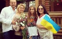 София Ротару встала под украинский флаг с лозунгом «Слава Украине!»
