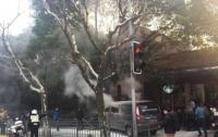 Горящий фургон с газовыми баллонами врезался в толпу
