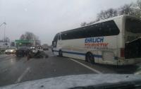 На трассе Киев-Чернигов столкнулось 11 автомобилей (видео)